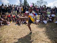 אזכרה למלך זולו, גודוויל זווליתיני בדר' אפריקה, חמישי. מגבלות הקורונה הוסרו, התושבים חזרו להיפגש והתחלואה עדיין נמוכה / צילום: Associated Press, PhilL Magakoe
