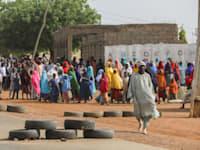 ילדות שבות הביתה לאחר שנחטפו בזאמפריה / צילום: Reuters, AFOLABI SOTUNDE