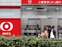סניף של בנק מיצובישי UFJ. מזהיר מהפסדים בשל קשיי נזילות של קרן הגידור / צילום: Reuters, Yuya Shino