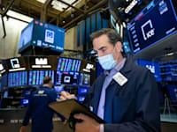 סוחר בבורסת ניו יורק / צילום: Associated Press, Nicole Pereira/New York Stock Exchange