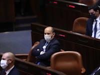 נפתלי בנט בהשבעת הכנסת ה-24 / צילום: אלכס קולומויסקי-ידיעות אחרונות