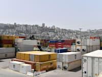 מכולות בחיפה. נתקעו במערב וחסרות בסין / צילום: פאול אורלייב