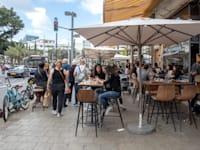 בתי קפה רחוב דיזנגוף, תל אביב / צילום: כדיה לוי