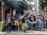 בית קפה בתל אביב. השגרה חזרה / צילום: כדיה לוי