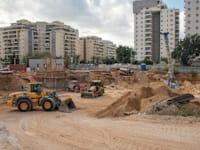 אתר בנייה באשקלון. 799 דירות נמכרו בין דצמבר לפברואר / צילום: Shutterstock, Yuri Dondish