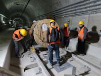 העבודות להקמת תחנת אהרונוביץ' בבני ברק, מתחת לציר ז'בוטינסקי, בשבוע שעבר / צילום: איל יצהר