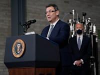"מנכ""ל פייזר אלברט בורלא / צילום: Associated Press, Evan Vucci"