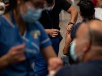 מבצע החיסונים נגד קורונה בצ'ילה / צילום: Associated Press, Esteban Felix