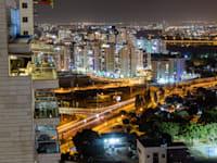 בנייה חדשה בבאר יעקב.  רק לפני עשור היו בה 10,000 תושבים בלבד / צילום: Shutterstock