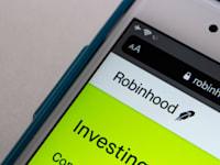 מסחר דרך אפליקציית רובין הוד / צילום: Shutterstock