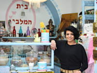 """תינא ח'טיב, בעלת """"בית המלבי"""" בעכו העתיקה / צילום: אושרי כהן"""