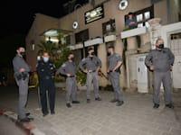 שוטרים ביפו בעקבות המהומות לאחר תקיפת הרב / צילום: איל יצהר