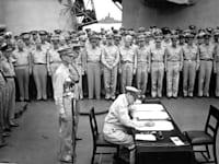 היכנעות צבא יפן בסוף מלחמת העולם השניה בנמל טוקיו / צילום: Associated Press