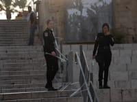 שוטרות במזרח ירושלים היום / צילום: Associated Press, Maya Alleruzzo