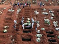 בית קברות בסאו פאולו, החודש. עובדים 24/7 כדי לעמוד בקצב קבורת המתים / צילום: Associated Press, Andre Penner