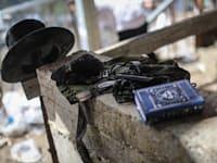 חפצים שנשארו באזור האסון בהר מירון הבוקר / צילום: Reuters, DPA / Picture Alliance