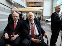 וורן באפט (משמאל) וסגנו בברקשייר הת'וואיי צ'ארלי מנגר / צילום: Reuters, Scott Morgan