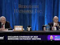 וורן באפט וצ'ארלי מאנגר באסיפת בעליי המניות של ברקשייר האת'וואי / צילום: Reuters