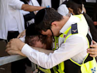 אבלים בהר מירון. עד היום משפחות נפגעים מאסון ורסאי לא קיבלו את הכסף / צילום: Associated Press, Amir Cohen