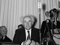 """דוד בן גוריון בהכרזת המדינה / צילום: Shershel Frank - לע""""מ"""