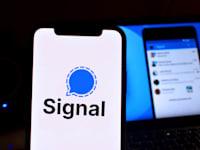 אפליקציית סיגנל / צילום: Shutterstock, DANIEL CONSTANTE