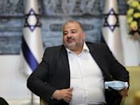 """יו""""ר רע""""מ מנסור עבאס בבית הנשיא ביום רביעי / צילום: Associated Press, Abir Sultan"""