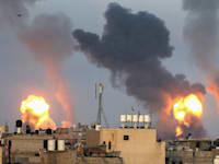"""תקיפת צה""""ל בעזה / צילום: Reuters, IBRAHEEM ABU MUSTAFA"""