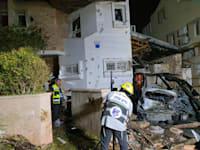 פגיעה ישירה על בניין בראשון לציון / צילום: דוברות זק״א