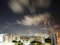 לילה נוסף של ירי רקטות מעזה לישראל / צילום: Reuters, Amir Cohen