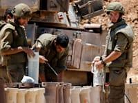"""חיילי צה""""ל בגבול עם עזה בזמן מבצע """"שומר חומות"""" / צילום: Reuters, Amir Cohen"""