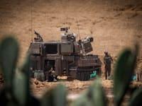 כוחות ישראלים פזורים בגבול רצועת עזה / צילום: Reuters, Ilia Yefimovich