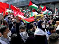 הפגנה נגד ישראל בברלין / צילום: Associated Press, Michael Sohn
