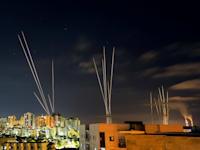 רקטות שנורו הלילה מרצועת עזה לעבר גוש דן, השפלה ואשקלון / צילום: Reuters, AMIR COHEN