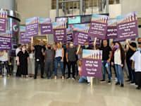 עובדי ועובדות סלקום במחאה למען דו קיום / צילום: דוברות סלקום