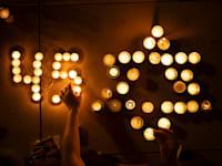 45 נרות זיכרון לזכר 45 הנספים באסון הר מירון / צילום: Associated Press, Oded Balilty
