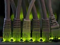 מפצל רשת דולק בחוות ביטקוין / אילוסטרציה: Reuters, Alessandro Bianchi