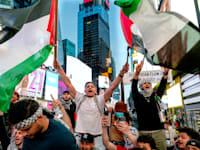 הפגנה פרו פלסטינית בכיכר טיימס בניו יורק, שבוע שעבר / צילום: Associated Press, Craig Ruttle