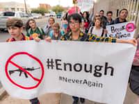 """הפגנת תלמידים בארה""""ב בעד הגבלות על נשיאת נשק / צילום: Shutterstock, Jeffrey J Snyder"""
