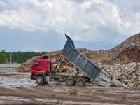 למזהם משתלם לזהם, והאזרחים מפסידים כלכלה נקייה והוגנת יותר / צילום: Shutterstock, Maksim Safaniuk