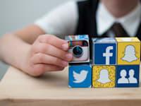 בני נוער מקבלים את החדשות מהרשתות החברתיות שלהם / צילום: Shutterstock, AlesiaKan