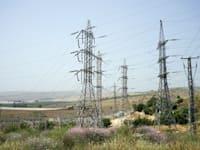 עמודי חשמל / צילום: Shutterstock