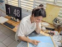 """ירדן עובד-משולם, בעלים של """"קדיה"""", סטודיו לאיור ועיצוב / צילום: עומרי משולם"""
