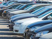 המחסור בכלי רכב חדשים ועליית המחירים הובילו יותר אנשים לשוק המכוניות המשומשות / צילום: Shutterstock, Fedorovekb