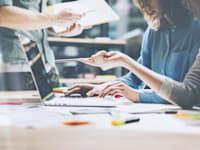 """סמנכ""""לי השיווק שהשתתפו בסקר צופים ירידה ממוצעת של 30% בתקציבים המופנים לפרסום מסורתי / צילום: Shutterstock, SFIO CRACHO"""