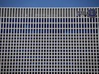 בניין בזק / צילום: Reuters, Amir Cohen