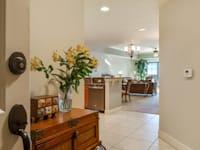 """דירה רחבת ידיים בבניין קומות בפלורידה, ארה""""ב / צילום: Shutterstock"""