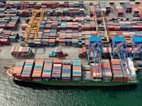 מכולות בנמל / צילום: Reuters
