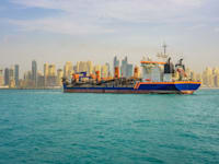 מיכלית נפט, סמוך לחופי דובאי / צילום: Shutterstock, Nick Fox