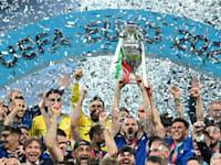נבחרת איטליה חוגגת את הניצחון ביורו 2020 / צילום: Reuters, MICHAEL REGAN