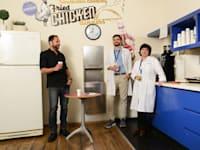 """מימין: נינו בורצ'קוב, רומן אלפרין, רו""""ח אופיר זריאל. במטבחון של משרדי ג'נסל"""